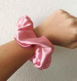 Scrunchie pink satin