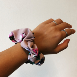 Scrunchie pink flowers