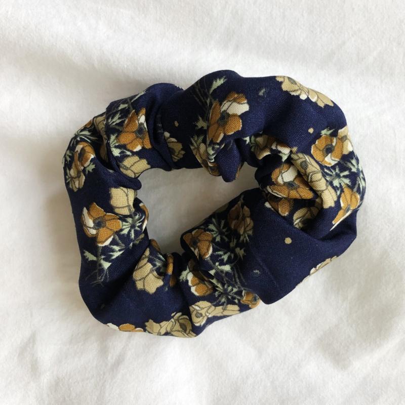 Scrunchie blue flower