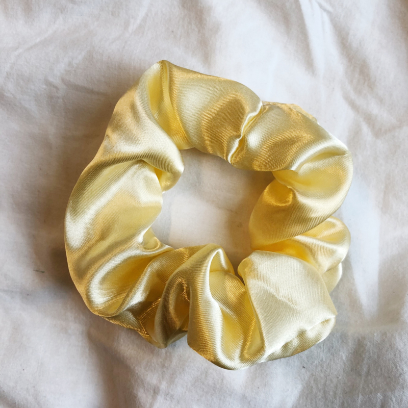 Scrunchie cream satin