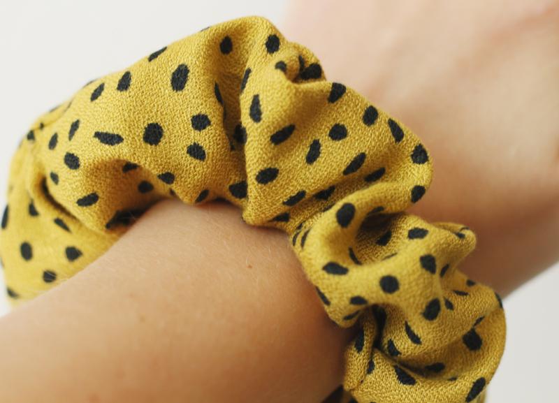 Scrunchie speckled yellow