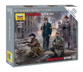 Zvezda | 6272 | Volkssturm Berlin 1945 | 1:72