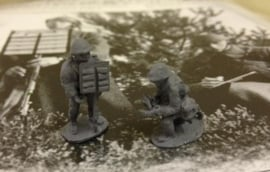 EarlyWarMiniatures | dutinf9 | 2 Dutch soldiers with semaphore board | 1:72
