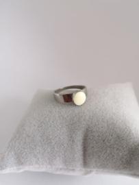 RVS ring met witte steen