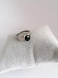 RVS ring met zwarte steen