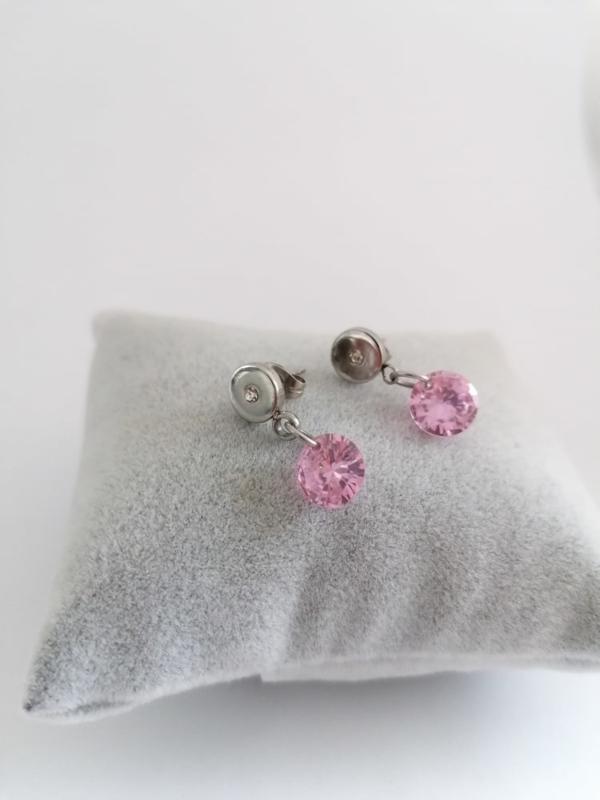 RVS oorbellen met roze steentje