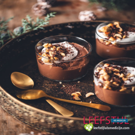 Vegan chocolade panna cotta met kokosslagroom