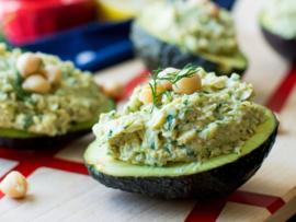 Gevulde avocado met ei-vrije eiersalade
