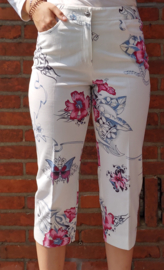 White 3/4 pants with flowers size XL