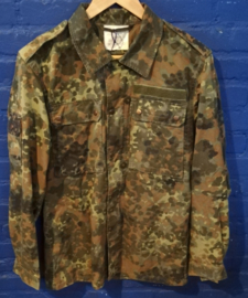 Army coat size: S. Buttoned
