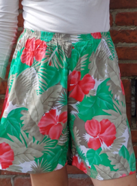 Flowered shorts Size: L