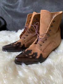 Ladies laced ankle cowboy boot size 41
