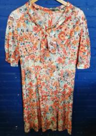 Flowered dress in orange Size: M
