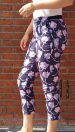 3/4 trousers, dark blue with lilac/pink flowers Size L