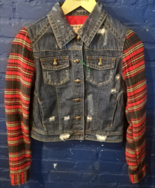 Denim coat with flannel sleeves. Size: S