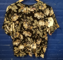 Flowered top Size: L