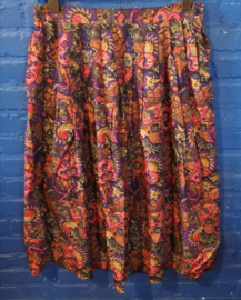 Skirt red/purple Size: XL