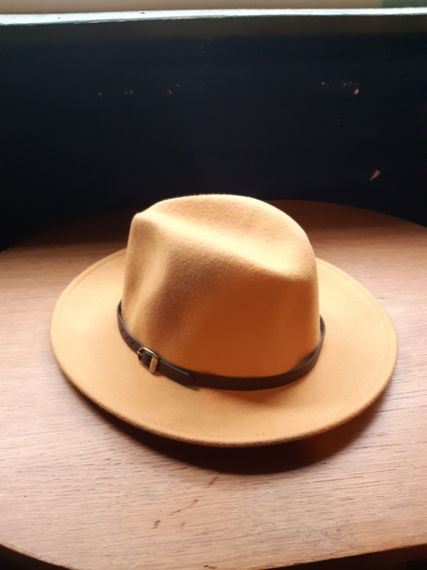 "Hat soft yellow ""Borsalino style"""