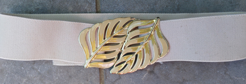Belt creme with strech