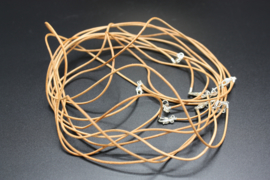 Lederen halsketting met karabijnslotje bruin 45 cm