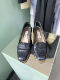 Navy heels