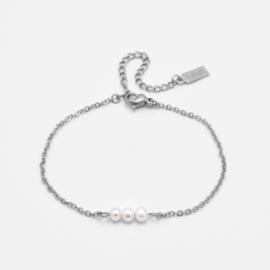 Triple pearl bracelet   Zilver