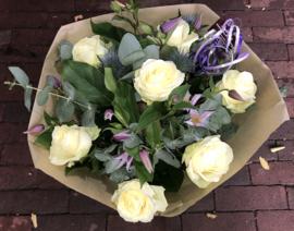 Klassiek boeket witte rozen