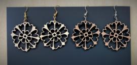 houten oorbellen bloem
