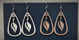 houten oorbellen met blaadje