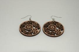 houten ronde oorbellen met bloemen