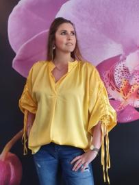 Satijnen blouse geel.