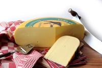 Jong belegen kaas, verkrijgbaar in pondstukjes!