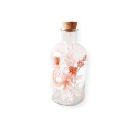 Droogbloemen in apothekers fles - L roze