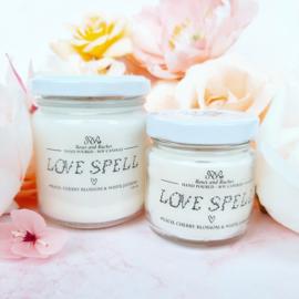 Soja geurkaars - Love Spell, perzik, kersenbloesem en witte jasmijn