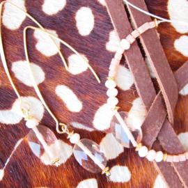 Set van twee - Peach - Oorhangers en armband.