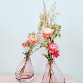 Boeketje droogbloemen in vaas Yara roze