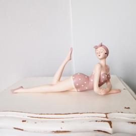 Nostalgische badvrouw - liggend
