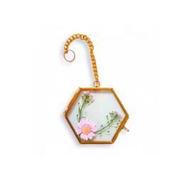 Droogbloemen in gouden lijstje - Zacht roze