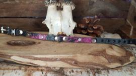 Zwarte halsband met fuchsia / zwarte opzet