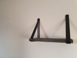 Steiger plank met zwarte leren band