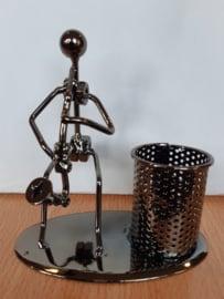 Draadfiguur + pennenbakje Saxofonist.