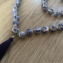 Mooie blauwe ketting van keramieken kralen