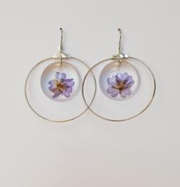 Oorbellen met paarse bloem (3)