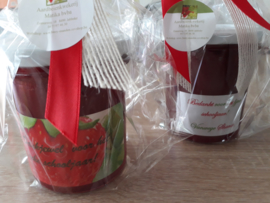 geschenkverpakking huisgemaakte aardbeienconfituur