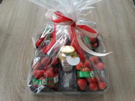 geschenkverpakking: verse aardbeien met pot lokale advocaat
