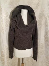 Wollen wikkeltop met hoodie bruin