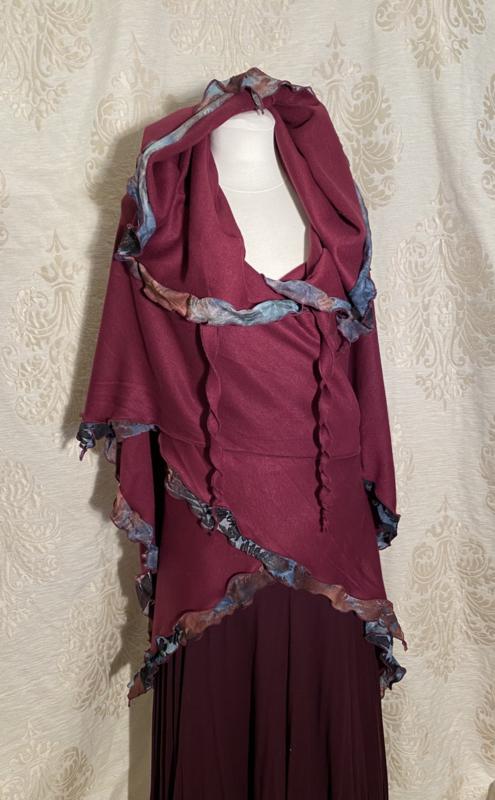 Bordeaux wrap scarf with ausbrenner edge