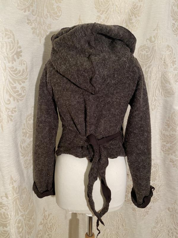 Wollen wikkeltop met hoodie gevoerd bruin