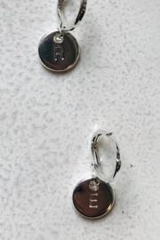 Oorringetje initial zilverkleur per stuk