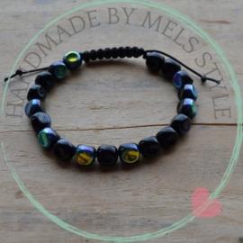 Armband met  zwart gekleurde glaskralen
